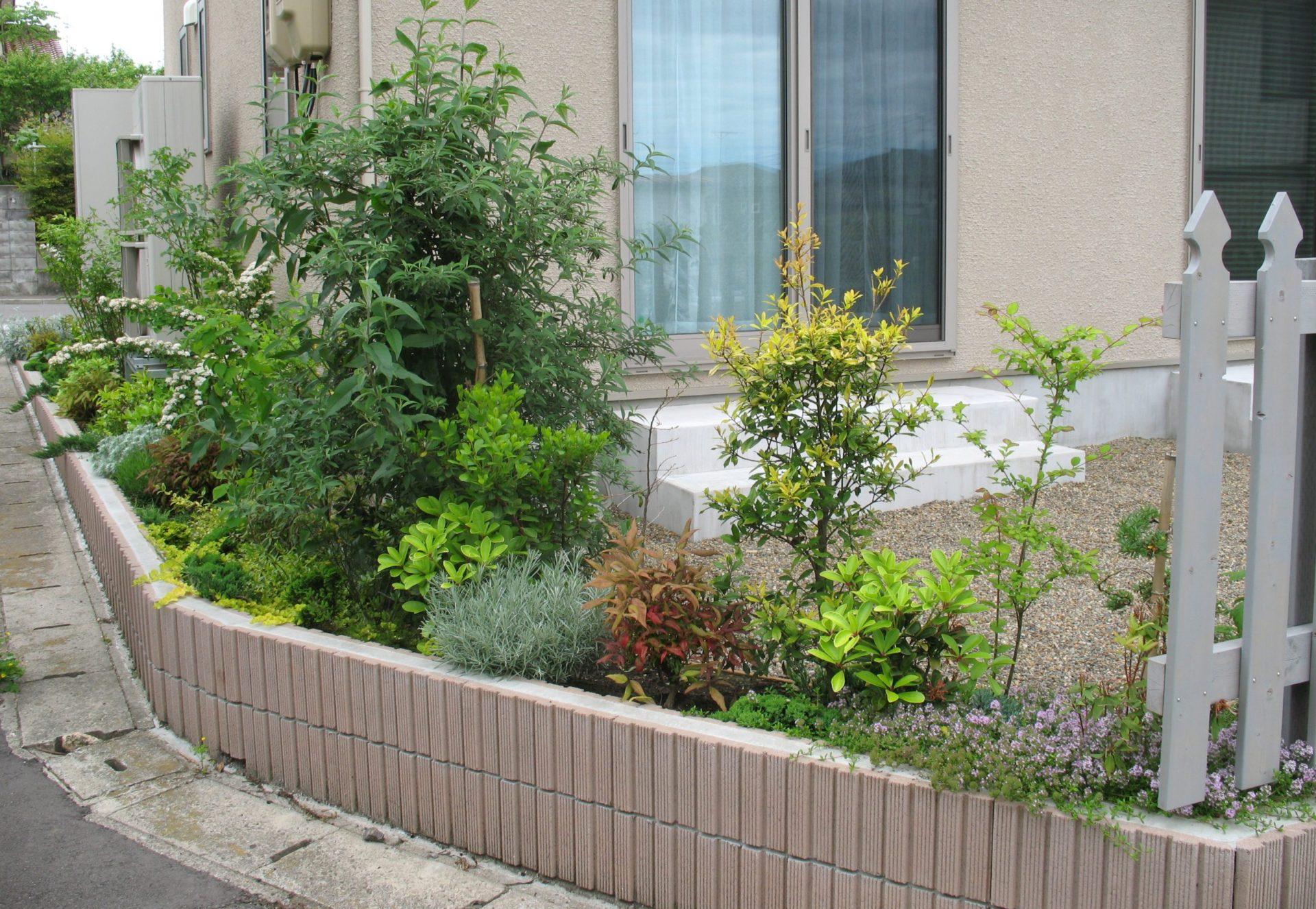 化粧ブロック囲い・フェンスは無しで、植栽をたっぷりと植える
